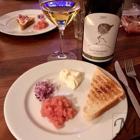 stenbidderrogn med toastbrød og Alsace vin