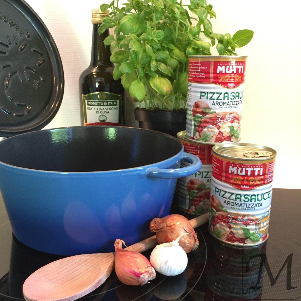 ingredienser til basis tomatsauce