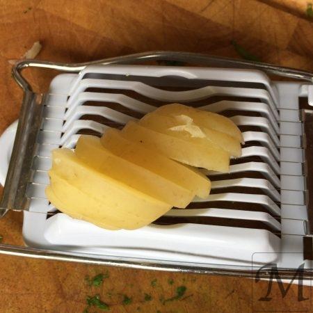 Sådan skiver du kartofler til salat