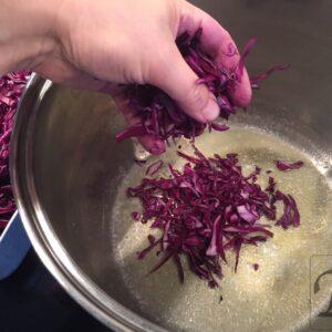 steg rødkålen i smør