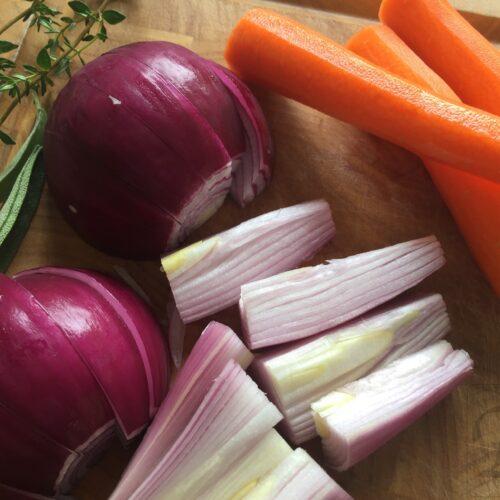spidsbryst løg og gulerødder