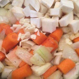 gullasch klargør grøntsager