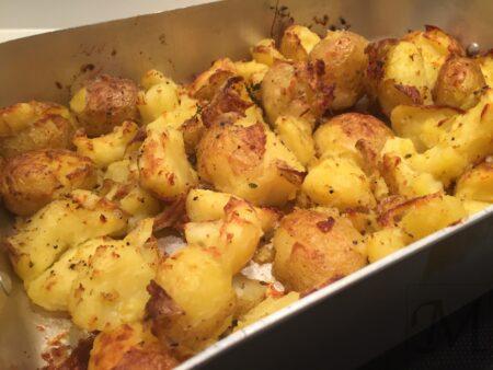 maste bagte kartofler som tilbehør til grill