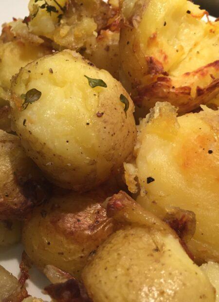 maste og bagte kartofler i ovn