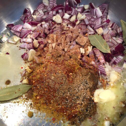 start med at stege krydderierne