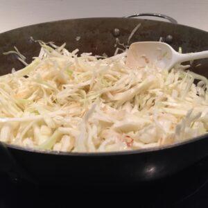 wok stegt spidskål eller hvidkål