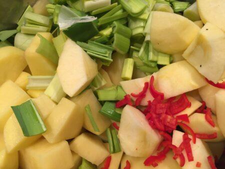 Suppe med kartofel, porre og æble