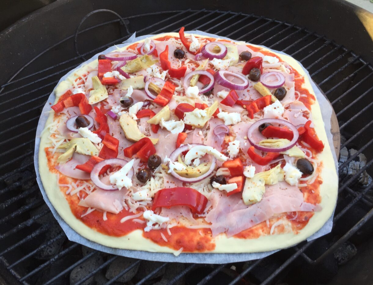 Grillet pizza i weberen